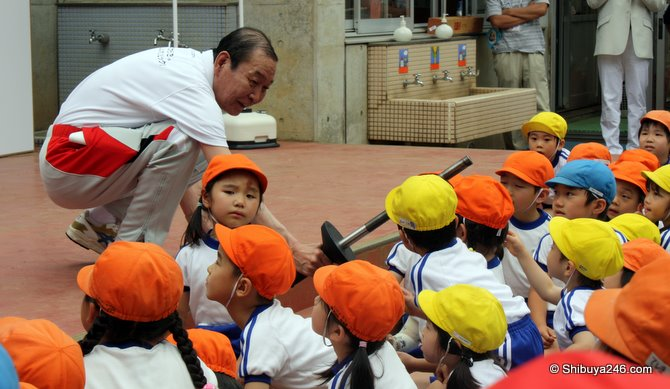 Sakai-san hands the kids the official Olympic torch