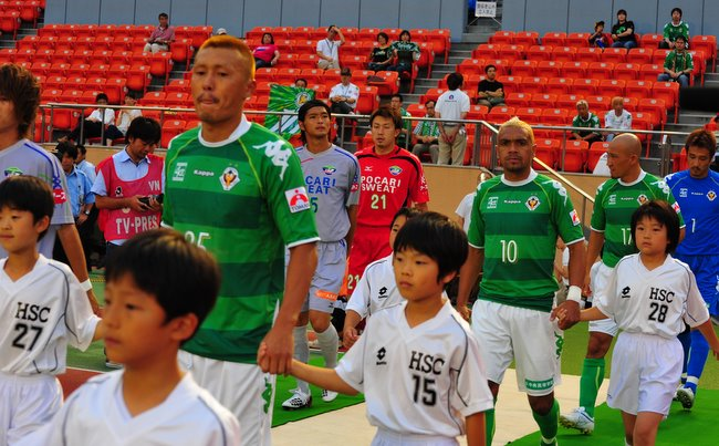 Tokyo Verdy team coming out onto the pitch