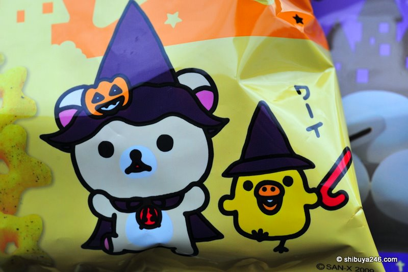korilakkuma and Kiiroitori dress up for a few tricks and treats as well