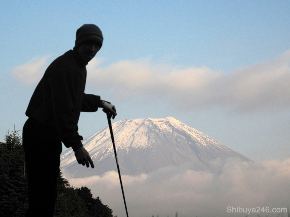 Getting set to tee up for the next shot. Mt Fuji beckons