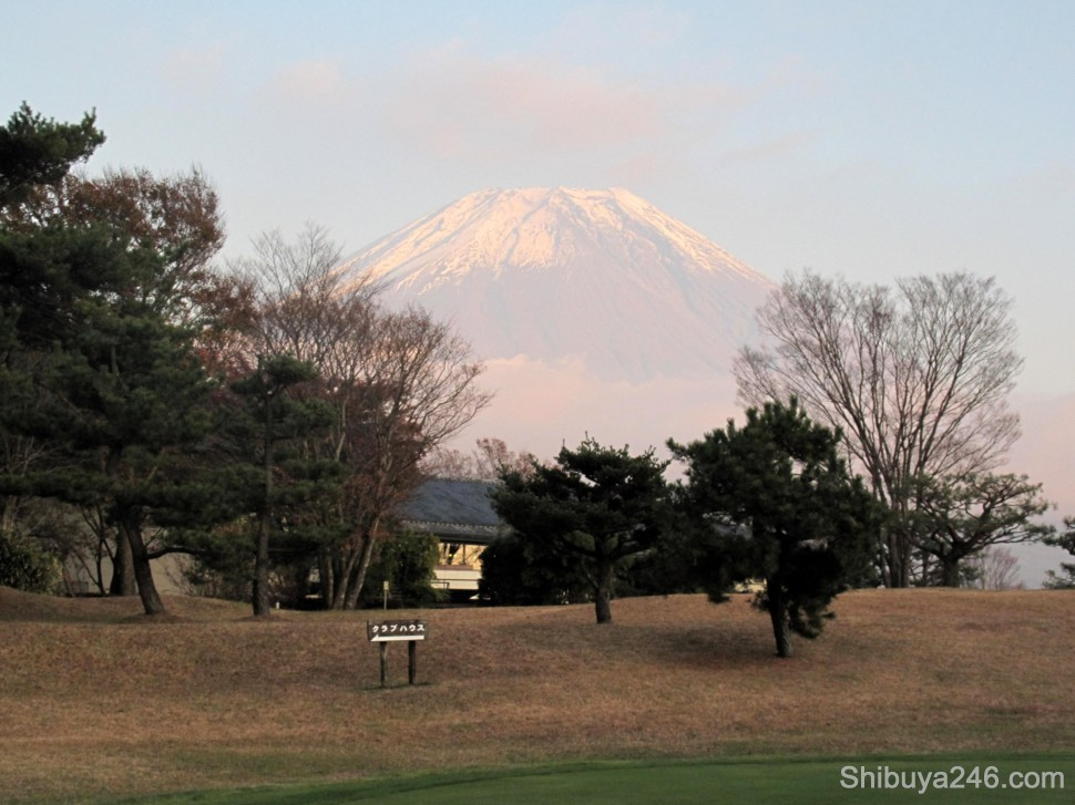 Walking back to the club house grabbing a final view of Mt Fuji from today's play