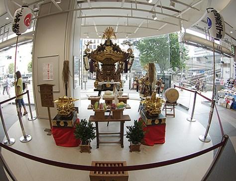 東急プラザホールにて中央街の御神輿展示中です。