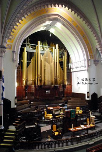 蒙特利尔内的一座教堂 (A Church in Montreal, Quebec, Canada)