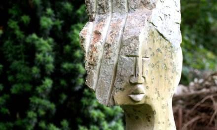 Titel: Chief Künstler: Esau Karuru Stein: Leopardstone Hoch: 86cm