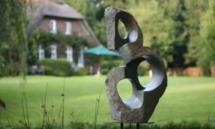 Titel: There is always a Way Künstler: Wonder Mazhindu Stein: Green Opal Hoch: 81cm