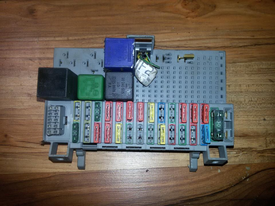 90355680 Fuse box Opel Astra 1993 17L 14EUR EIS00039237 Used
