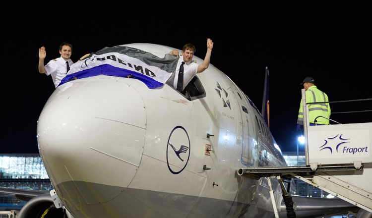 Resultado de imagem para 737 Lufthansa despedida
