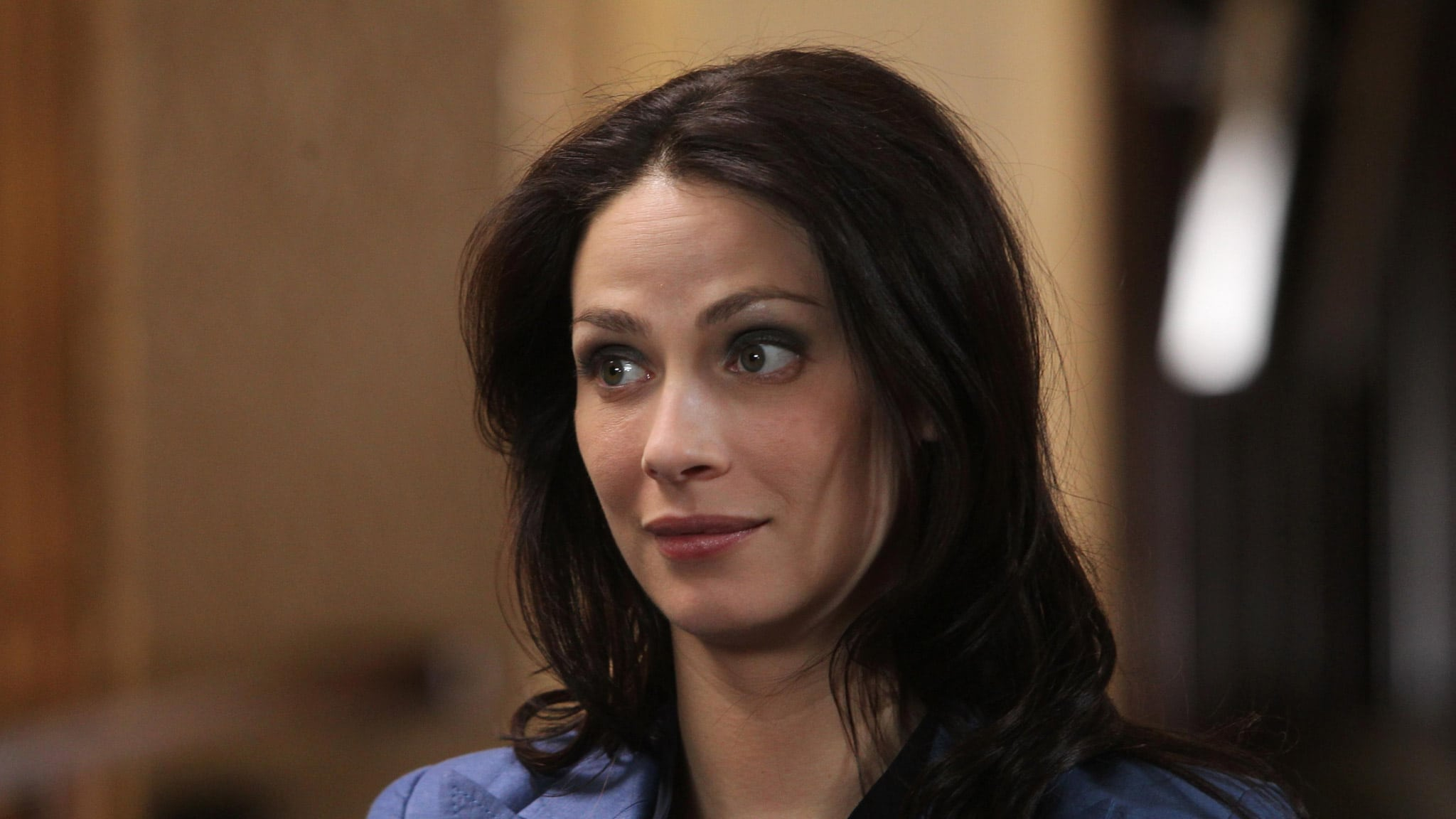 Kelly Warehouse Is Joanne Kelly Married To Someone Bio Warehouse 13