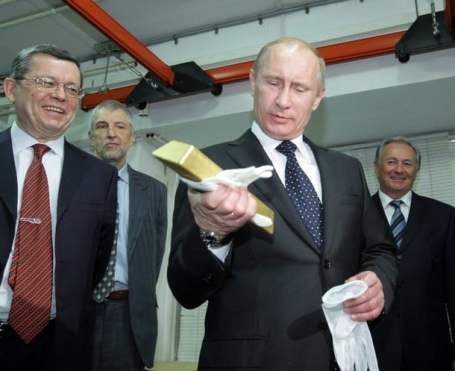 Vladimir Putin Examines Gold at Russia's Central Depository
