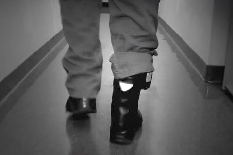 ankle-monitor-wikimedia-commons