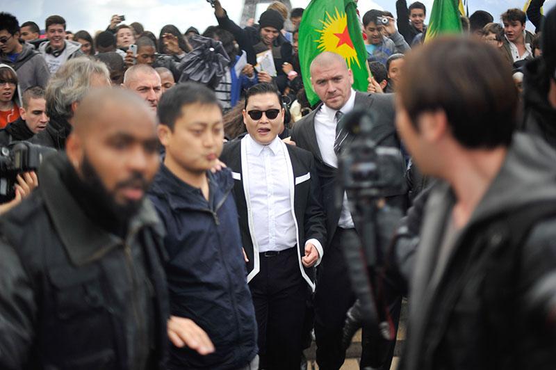 'Gangnam Style' Paris flashmob (7)