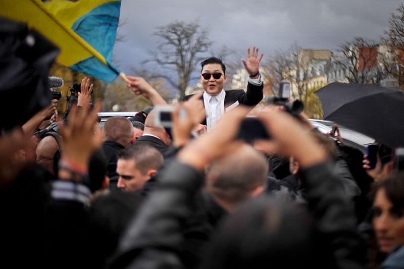 'Gangnam Style' Paris flashmob (3)