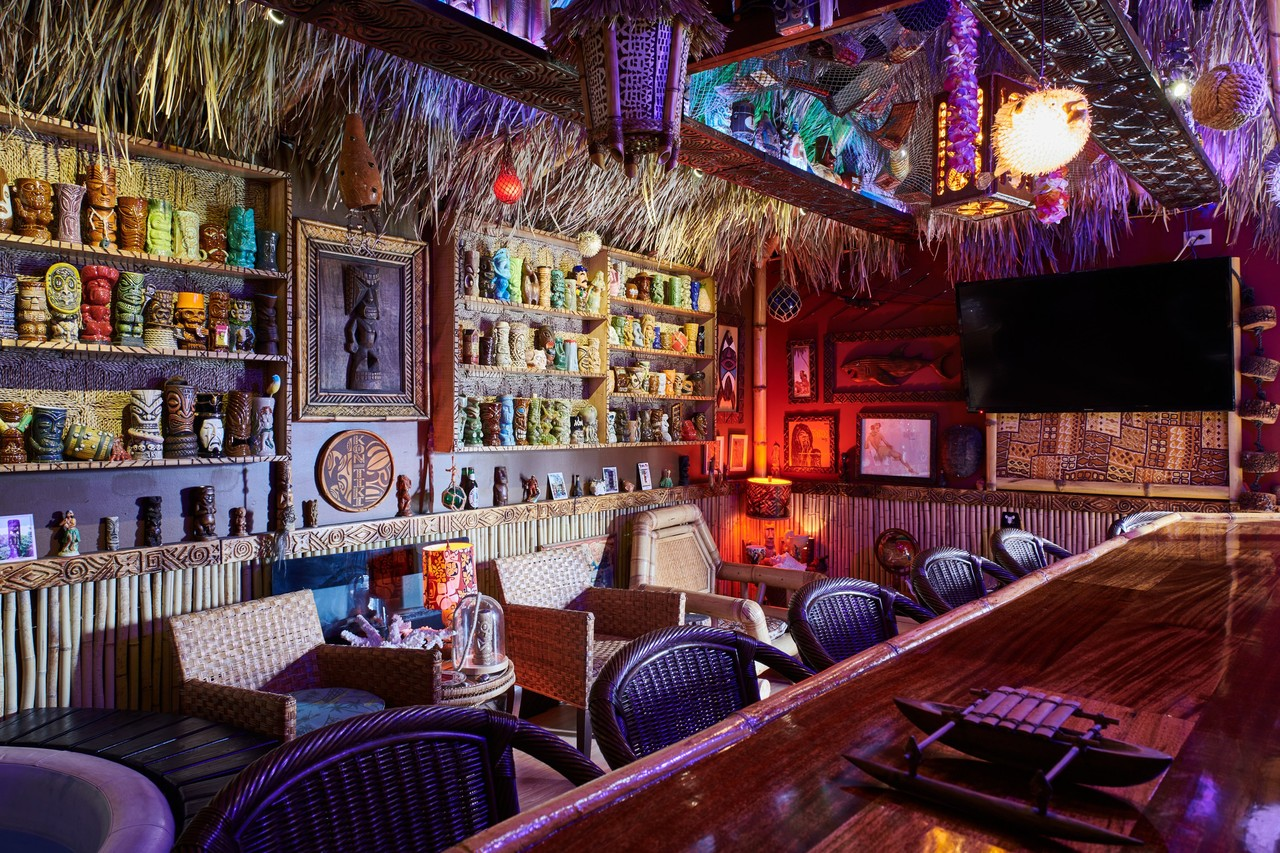 Bar Höhe Transforming A Garage Into A 30 000 Private Tiki Hut Wsj