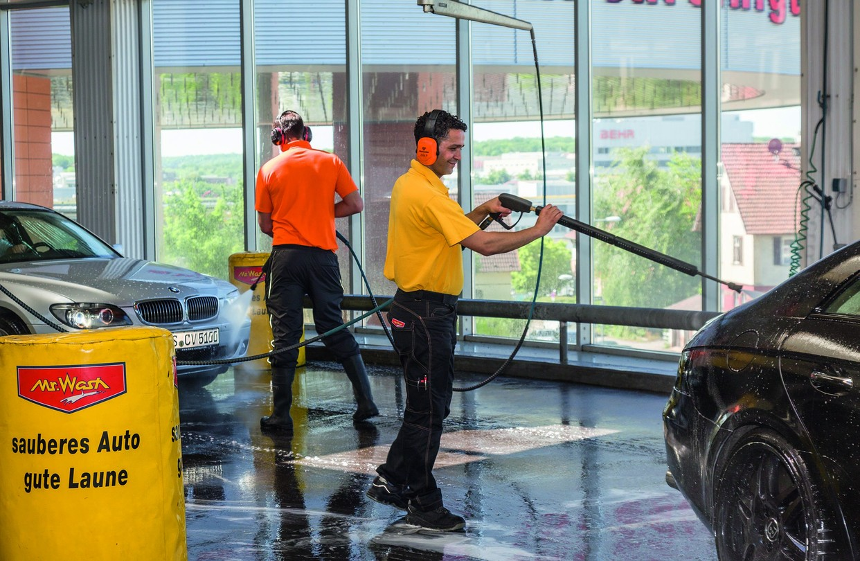 Auto Wash Germans Praised For Their Autos Love A Good Carwash Even More Wsj