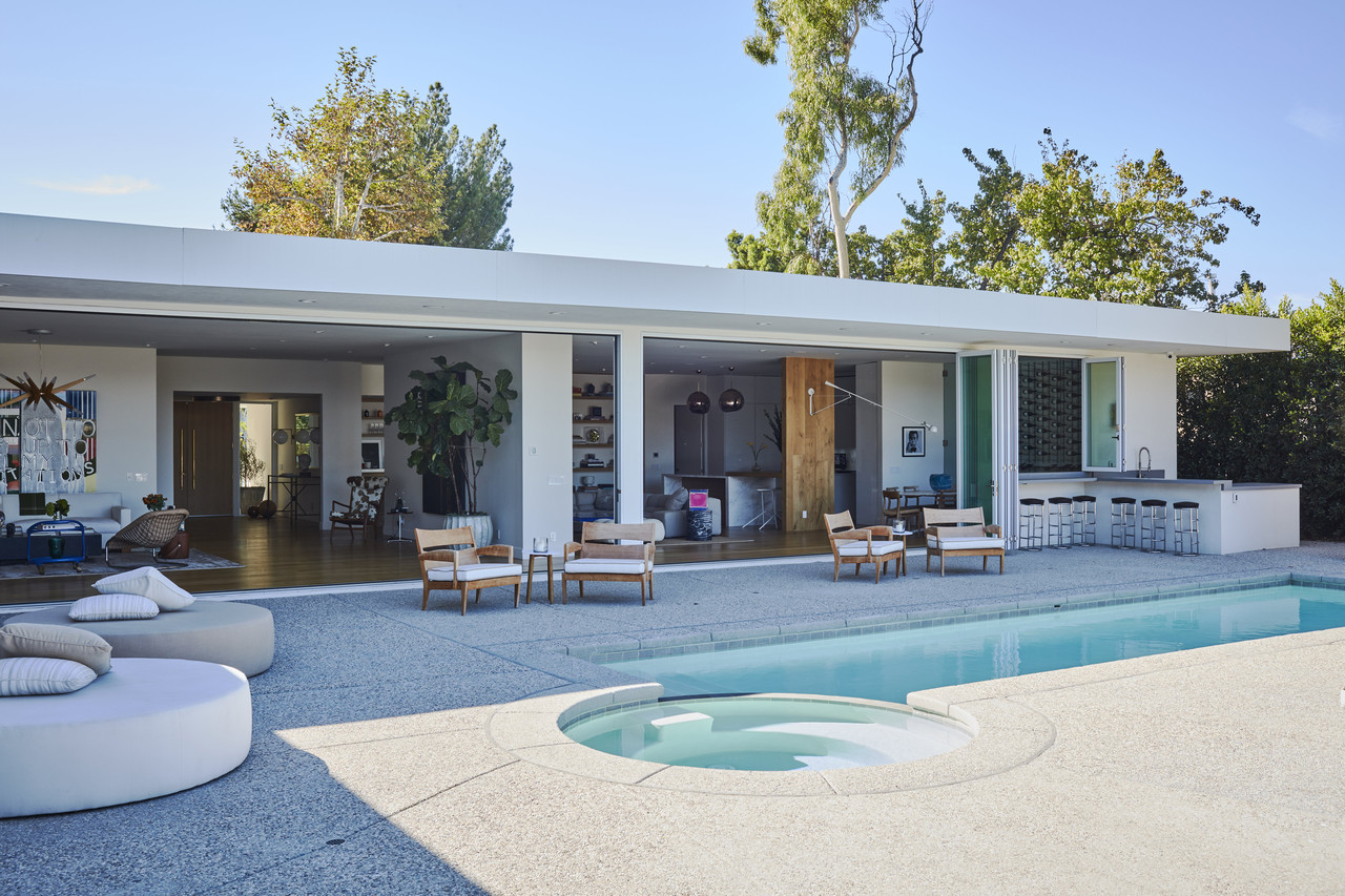 Patio Moderne Modern Or Contemporary What S The Difference In Home Styles Wsj