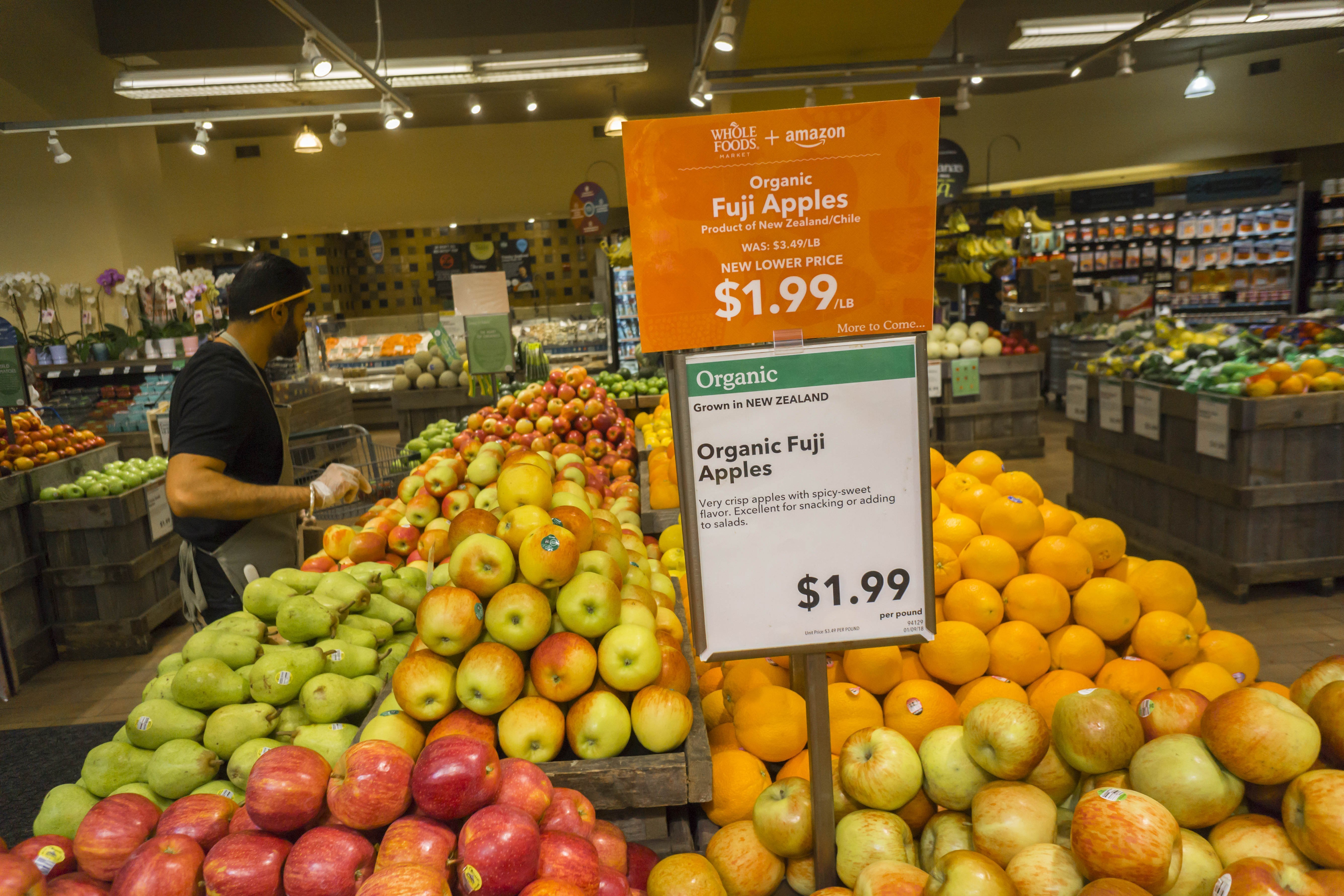 Amazon Whole Foods More Shoppers Head To Whole Foods After Amazon Merger Wsj