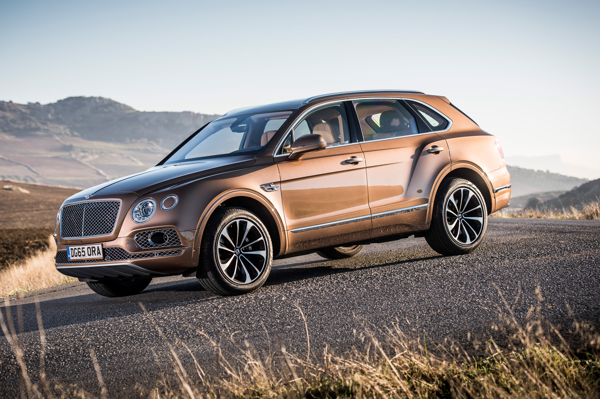 Sedia Bar Sport The New 2017 Bentley Bentayga Side Culture