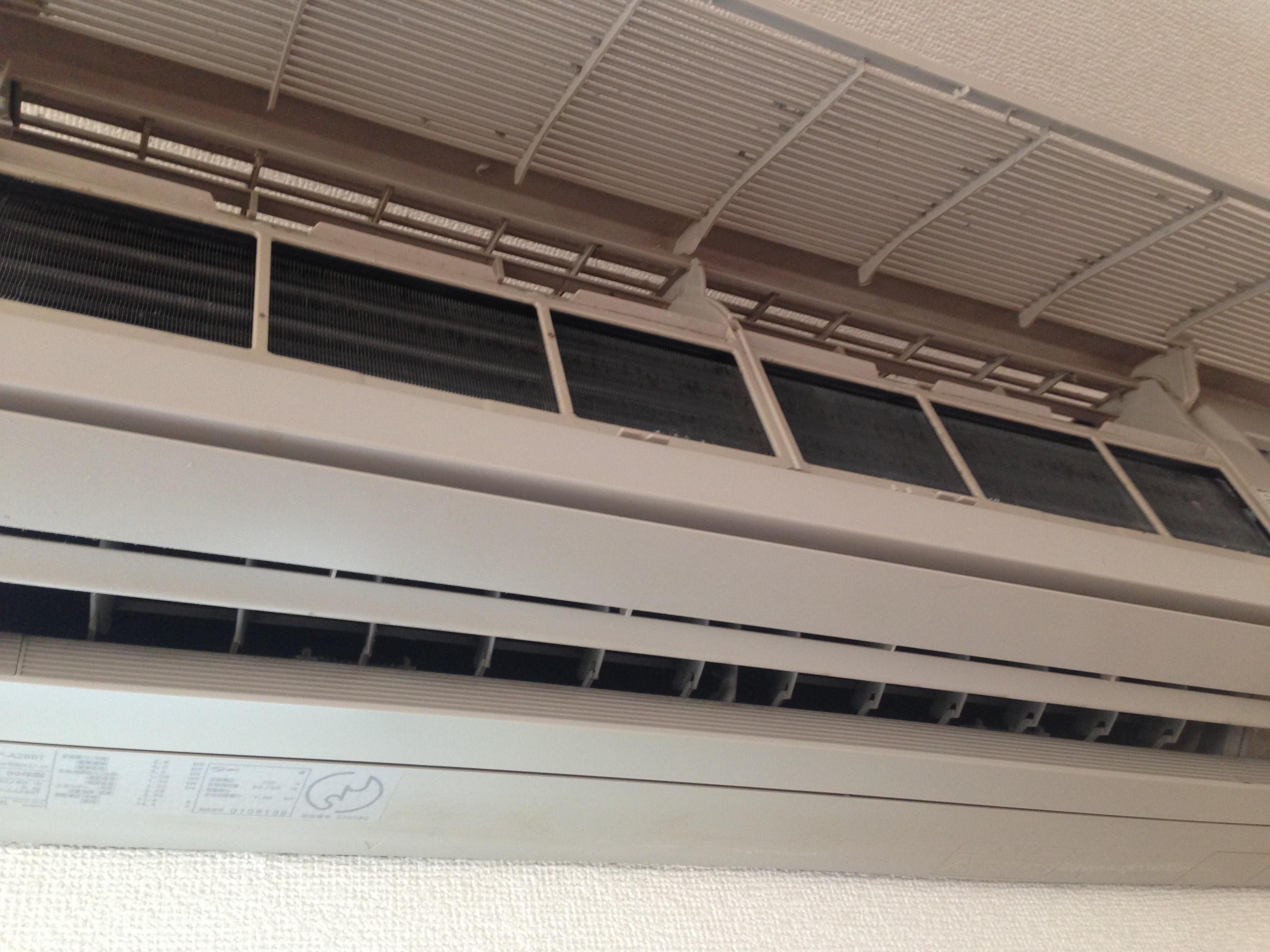 エアコンの効きが悪かったらフィルターの掃除をすると改善する