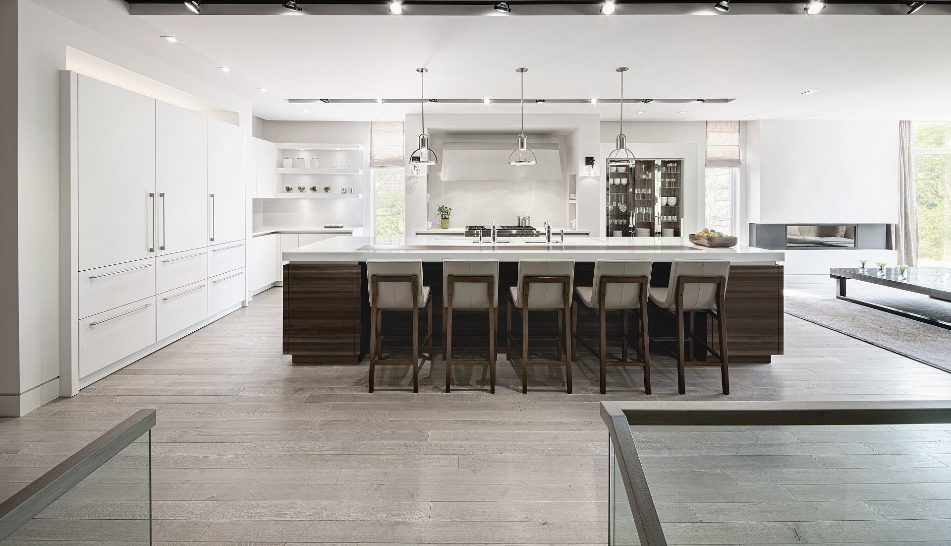 Modern Kitchen Design Elements An Extravagant Island That Combines Classic And Modern