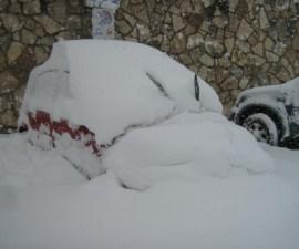 neve macchina coperta