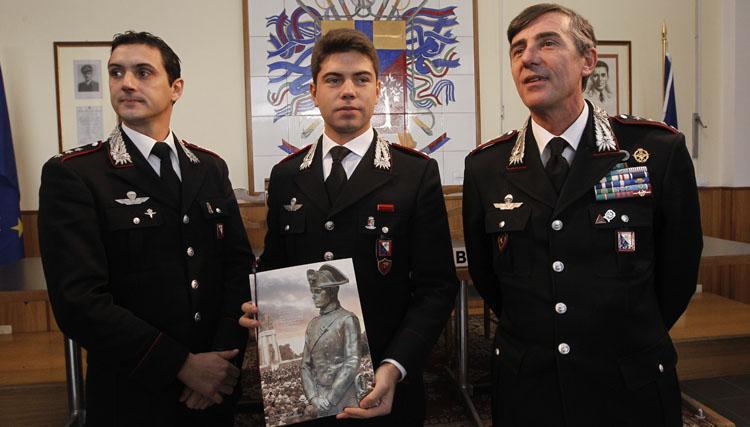 Video calendario dei carabinieri 2013 intervista al for Calendario camera dei deputati