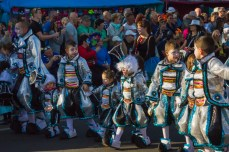 Главное шествие карнавала на Тенерифе в 2016 году — маленькие участники шествия