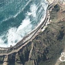 Вид сверху на пляж Роке де Лас Бодегас