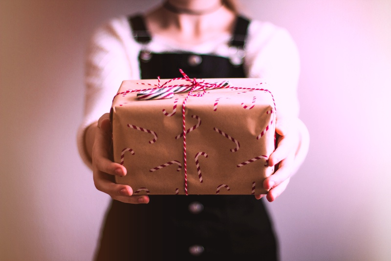 Office Holiday Gift Giving Etiquette - Signature