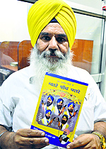 """Beant Singh with his book """"Nyare Panch Pyare"""""""