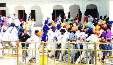 Members of the SGPC task force and activists of radical Sikh groups clash at the Golden Temple