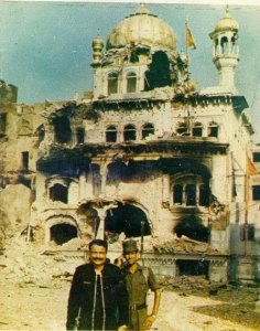 Hindu Soldiers of Indian Government posing in front of damaged Sri Akal Takht Sahib.
