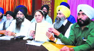Gurdeep Kaur, president, Istri wing of 1984 Sikh Katle-Aam Peerat Welfare Society, and Karnail Singh Peermohammad, Sikhs for Justice convener (India), address mediapersons in Ludhiana.