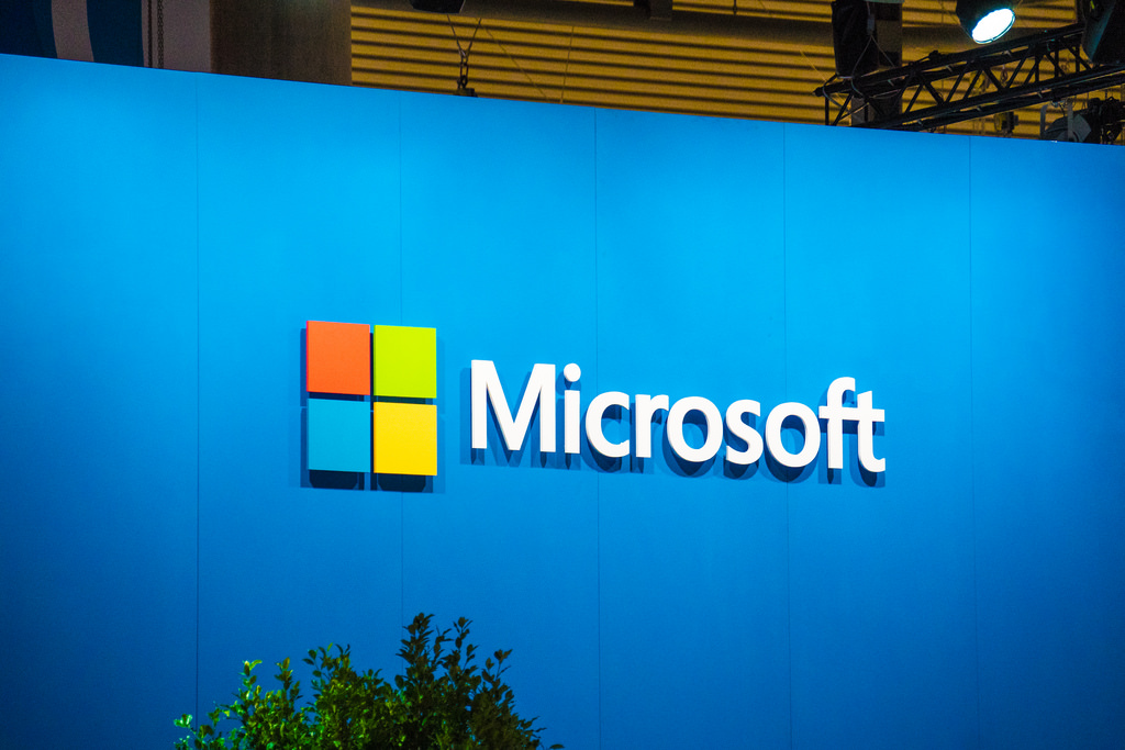 Microsoft gives away free Windows Server licenses to VMware