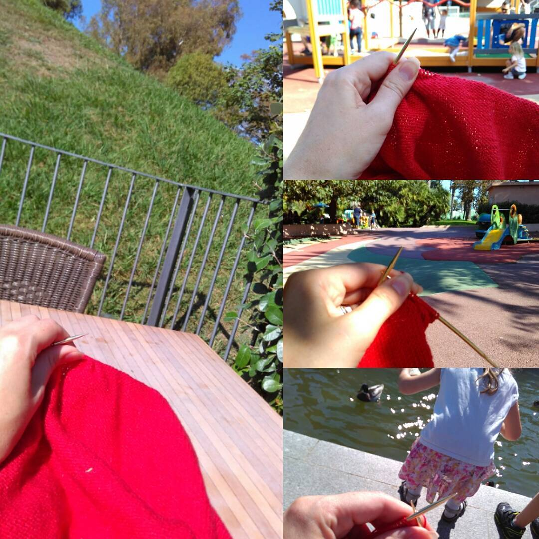 I am now quite obsessed with finishing my shrug as soon as I can, so I used every moment at our favourite park to work on it. Я очень-очень хочу закончить кофточку поскорее, поэтому вяжу каждую свободную минутку на прогулке в нашем любимом парке.