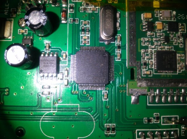 New STM32F103RET6 processor after cleaning with isopropyl alcohol.