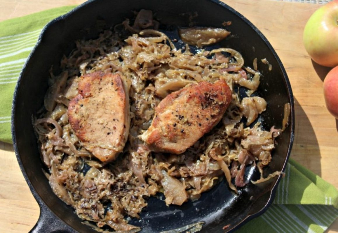 Pork Chops with Sauerkraut and Apples #SundaySupper - Simple And ...