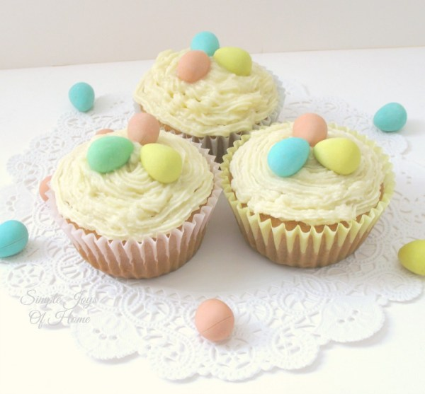 Simple Joys Of Home: Mini Eggs Easter Cupcakes