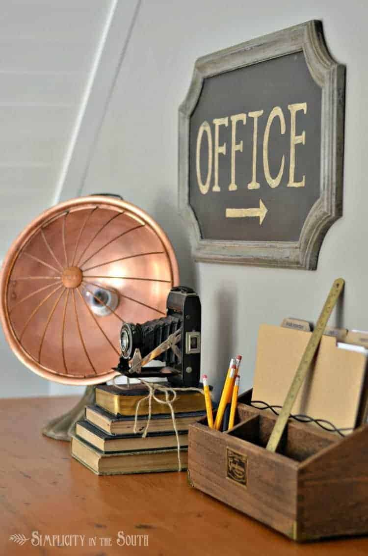 industrial-office-with-vintage-accessories