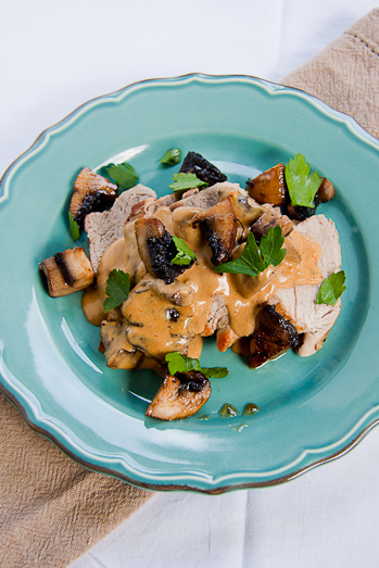 Pork tenderloin (fillet) with creamy mushrooms