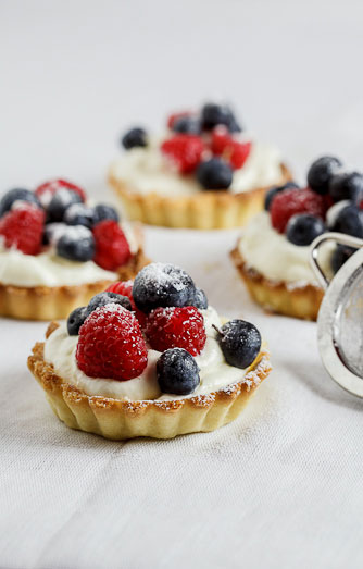 White chocolate tartelettes with fresh berries - Simply ...