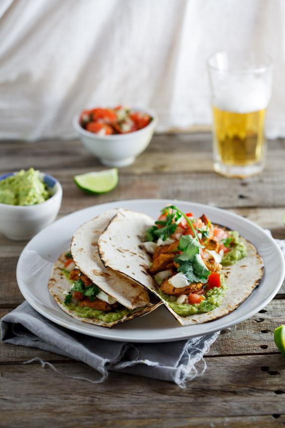 Chicken tacos with pico de gallo