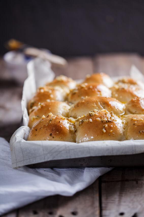Easy garlic butter dinner rolls