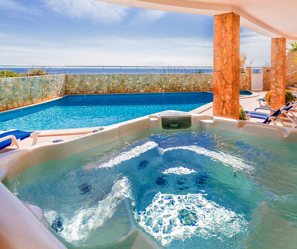 Jacuzzi Pool Was Ist Das Large Beachfront Holiday Villa With Pool Hot Tub Games Room In