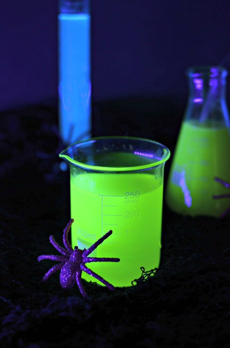 Easy Halloween Shots Recipes Halloween Cocktails That Glow In The Dark With A Black Light