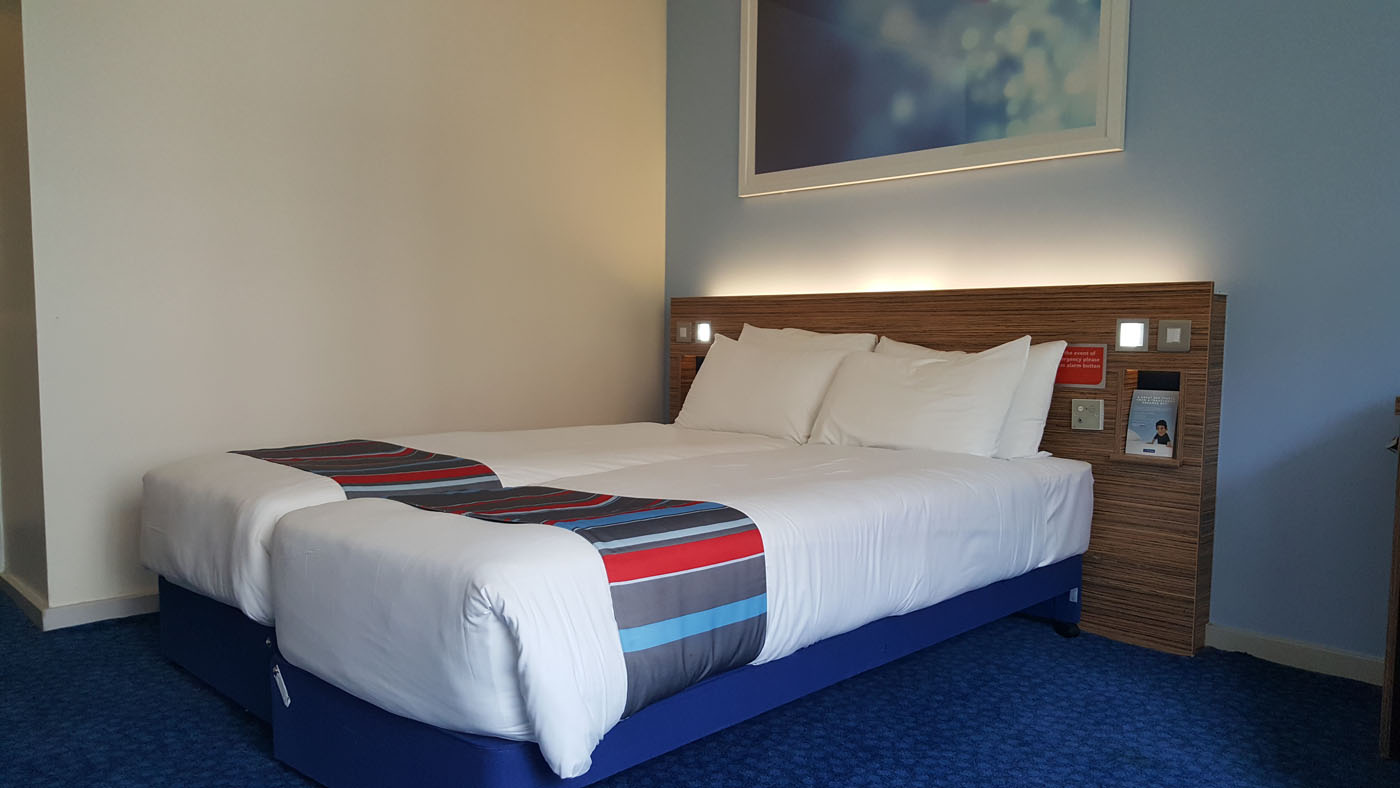 Hotel Bedroom Sizes Uk Travelodge Waterloo London Hotel Review