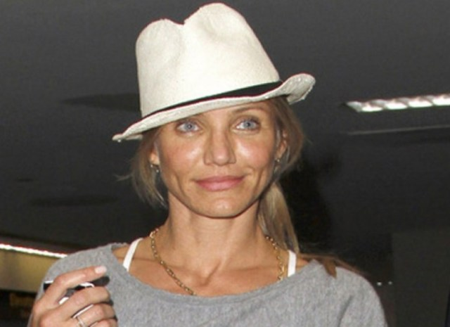 hoe cameron diaz with out makeup in hat