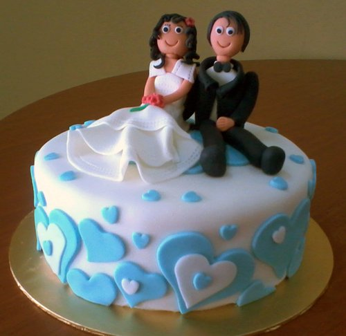 anniversary cake with animated couple