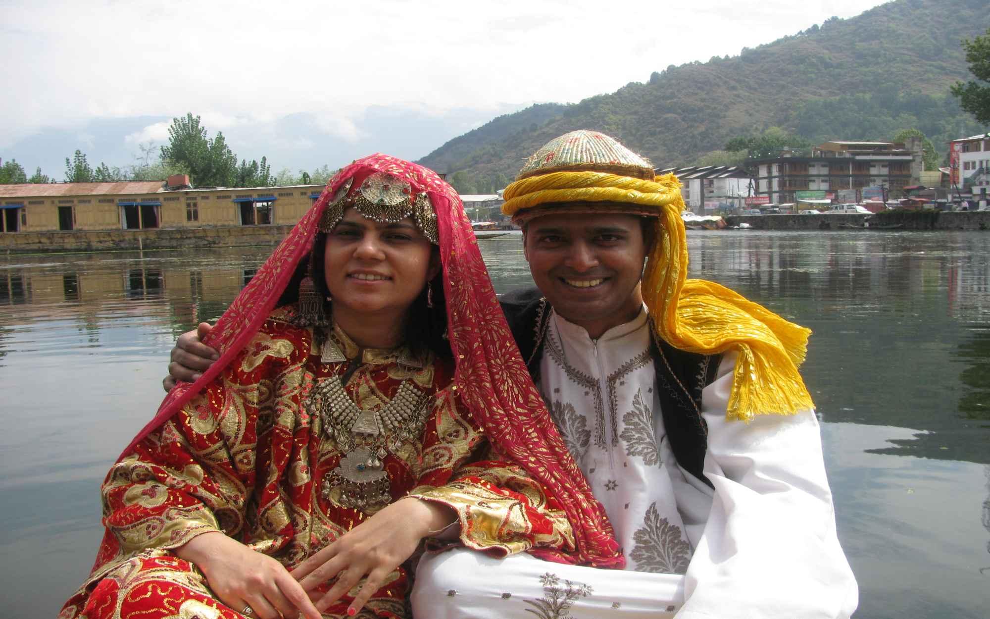 Wallpaper Cowboy Girl 28 Amazing Traditional Kashmiri Dress Women Playzoa Com