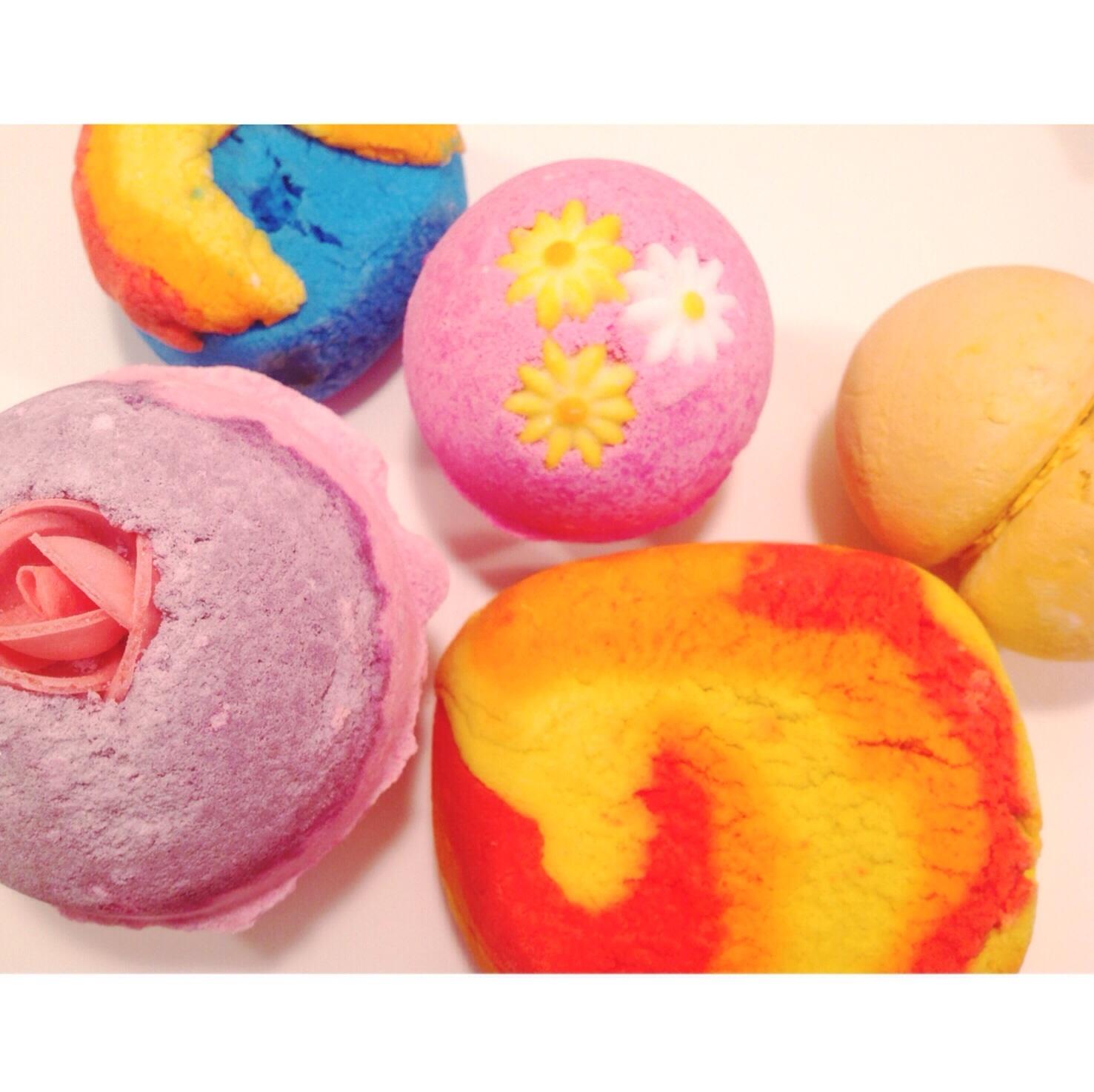 HUGE Lush Review: Face Masks, Bath Bombs, & Bubble Bars! + ...