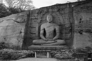 #Día 36 - Buda tallado en la roca